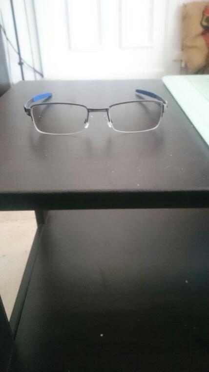 Mes nouvelles lunettes, des oakley.