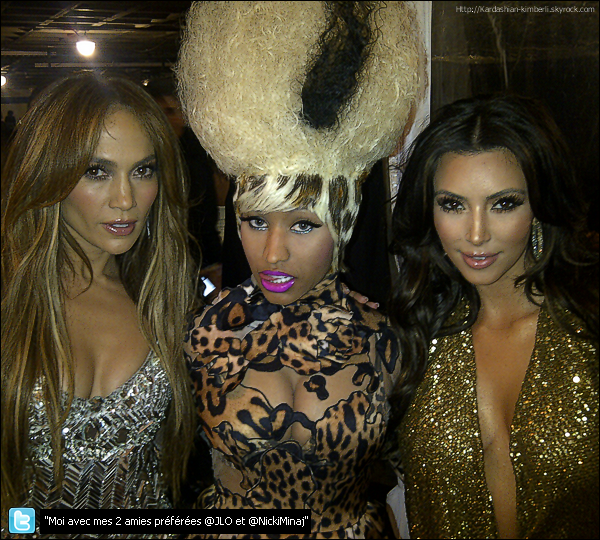 * 13 FEVR _La ravissante Kim était présente à la 53ème cérénomie des Grammy Awards à Los Angleles _ Top ! La belle était vêtue d'une robe Kaufman Franco et de Louboutins, on peux remarquer de nouvelles mèches blondes. *