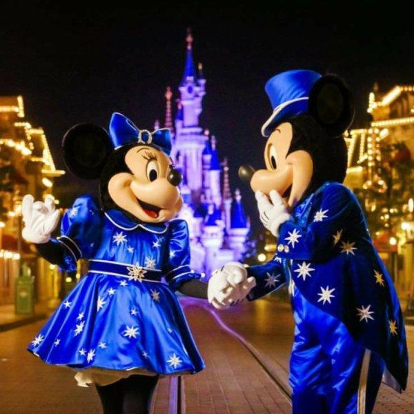 Minnie et mickey nous dévoilent leurs tenue de fête pour les 25 ans du parc