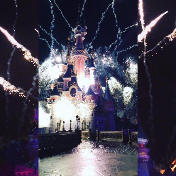 la on peut dire que le chanteaux pète le feu mdr merci a une fan de Disney ( Delphine ) pour cette super photo :)