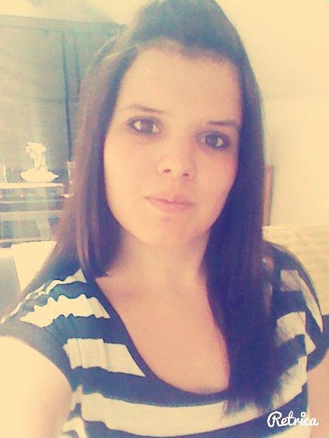 Parfois les gens me vois comme une fille modèle, parfaite... Mais croyez moi que je suis loin d'etre parfaite. Je fais des erreurs comme tout le monde, je rates parfois des choses que j'etais sur de reussir . Mais bon tout le monde a droit a Une seconde Chance ♥