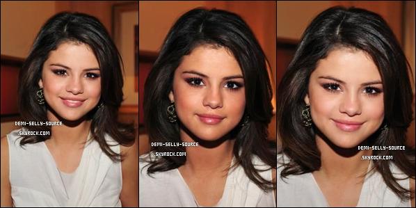 * 16/03/11 : Demi a été vue à l'aéroport de LA le 14 mars, apparemment avec une entorse...      * DEVIENS FAN ● FACEBOOK DU BLOG ● PREVENU ● TWITTER ● SITE BLOGTOP ● GALLERIE ● FORUM