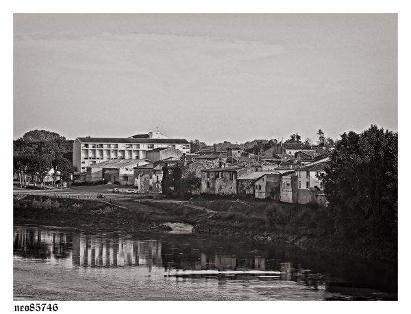 Objectif zuiko olympus 14-54Mm + 70-300Mm LANGON et autre noir et blanc paysage urbain et nature structure oiseaux