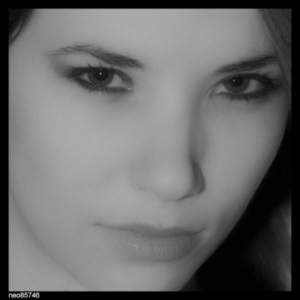 modele portrait noir et blanc couleurs.....
