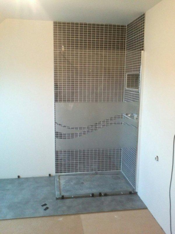 samedi 2 fevrier installation paroi de douche et parquet salle de bain mob67600. Black Bedroom Furniture Sets. Home Design Ideas