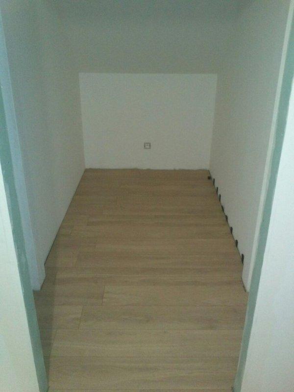 avancement en semaine fin parquet et tapisserie etage suite salle de bain mob67600. Black Bedroom Furniture Sets. Home Design Ideas