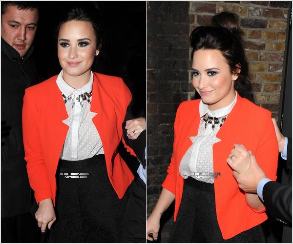 . 20.02.13 Demi a été vue quittant l'after party des Brit Awards. Elle est très belle ! J'adore sa tenue sur tout la chemise et le blazer. J'aime beaucoup aussi le make-up et la coiffure. Un TOP. .