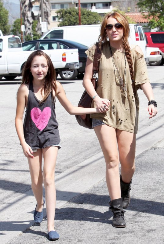 Miley Cyrus à Toluca Lake, Los Angeles - 5 Avril 2011
