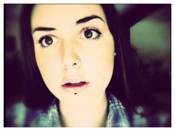 Les seuls beaux yeux sont ceux qui vous regardent avec tendresse.
