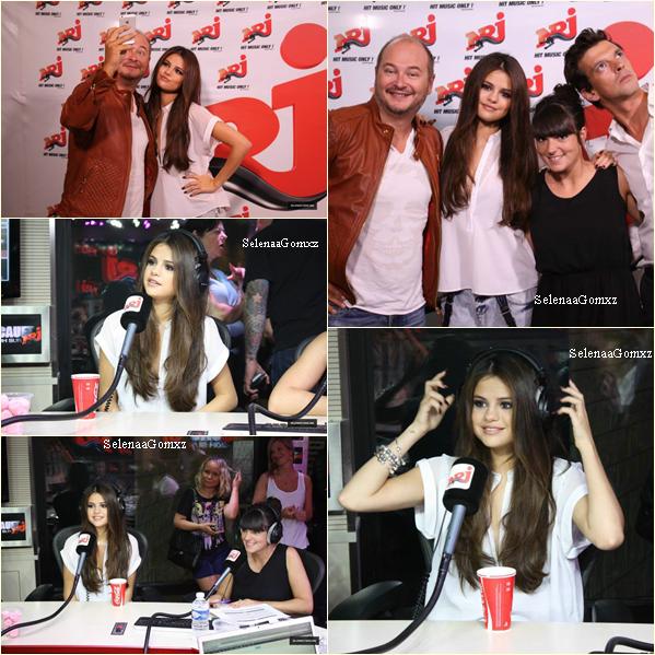 05/09 Selena étais à Paris !