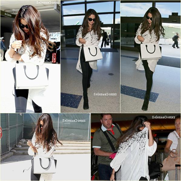 27/08 Selena a était apperçu à LAX, aeroport de Los Angeles.
