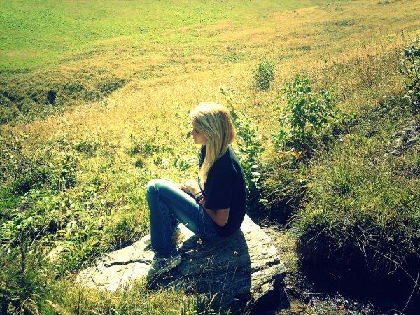 Comme quoi, une femme sans amour c'est comme une fleur sans soleil, ça dépérit.♥