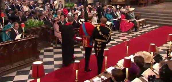 le prince et son frère s'avancent vers l'autel