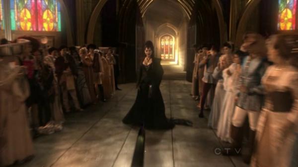 le prince lance son epée sur la reine regina :-) :-)