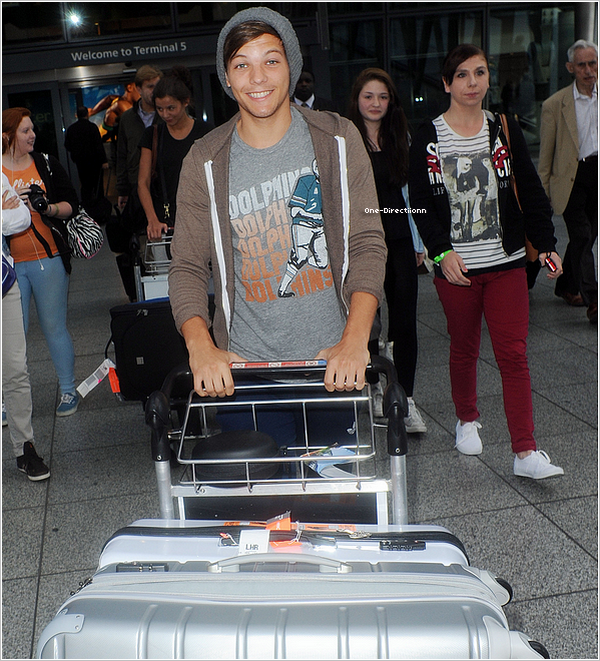 . 15/09 : Louis et Eleanor ont été aperçu à l'aéroport d'Heathrow à Londres..
