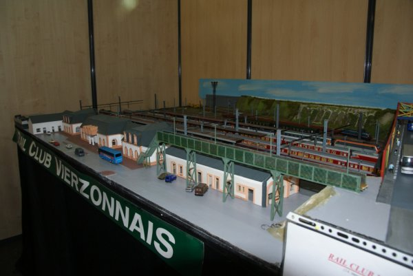 2 rames Grand-Confort se croisant en gare de Vierzon