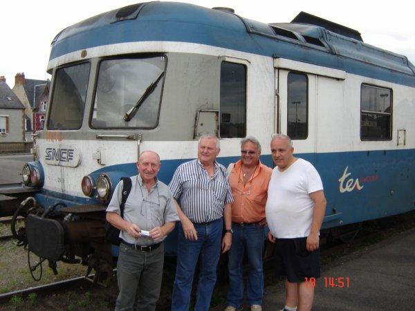 Mes amis modélistes et moi devant un X 2800 à Montluçon
