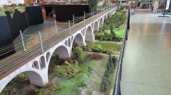 Viaduc de St Florent sur Cher ( 70.000 pierres de gravés) il fait 6m10 de longueur