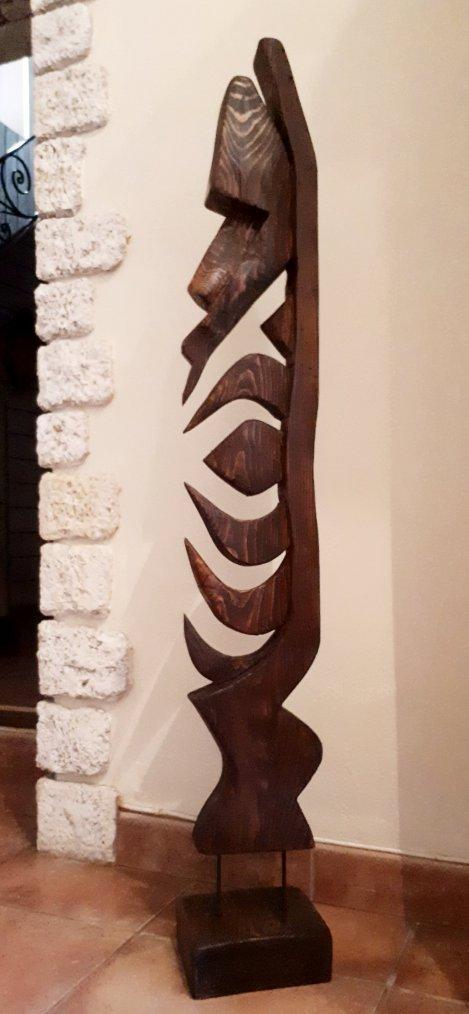 pour changer un peu de la peinture , sculpture sur bois sur une vieille poutre que j'avais ^^