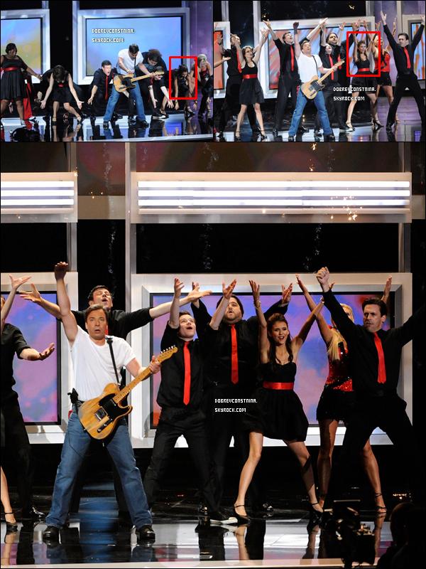 .29/08/10 : Nina sur le tapis rouge des Emmy Awards. Elle était sublime ! C'est un TOP..