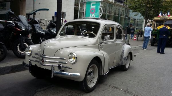 RENAULT 4CV (1947-1961)