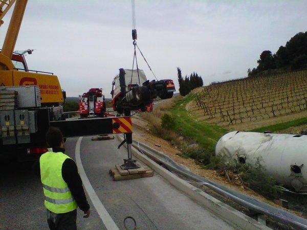 Trailer Volcado cargado de cemento...