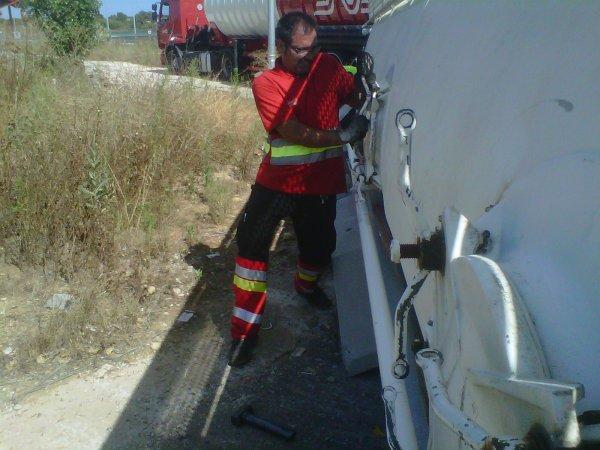 TRAILER VOLCADO EN ROTONDA EN VILAFRANCA DEL PENEDES 02-07-12