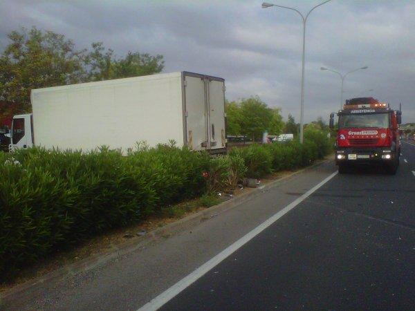 ACCIDENTE ENTRE CAMION Y COCHE EN CALAFELL C-31