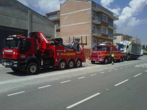 CAMION VOLCADO EN ROCAFORT DE QUERALT C-241d 10-07-12