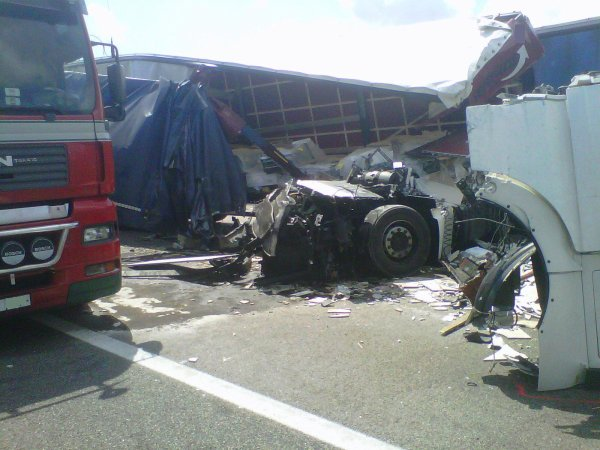 ACCIDENTE EN AP7 EN CREIXELL 2 TRAILERS.... SIN HERIDOS...