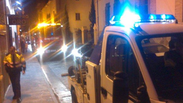 SACANDO UN CAMIÓN DEL CENTRO DE VILAFRANCA DEL PENEDES 17-11-2012