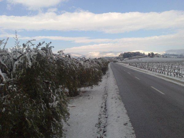 UNA MICA DE NEU.... UN POCO DE NIEVE..... UN PEU DE NEIGE... SOME SNOW....