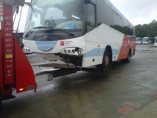 ACCIDENT ENTRE AUTOCAR Y TURISME EN SANT PERE DE RIBES-BCN 04-04-13