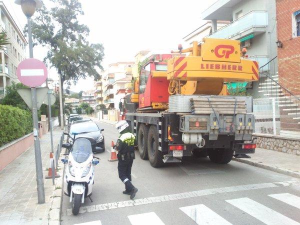 RESCAT DE CAMIÓ EN SEGUR DE CALAFELL (TGN)