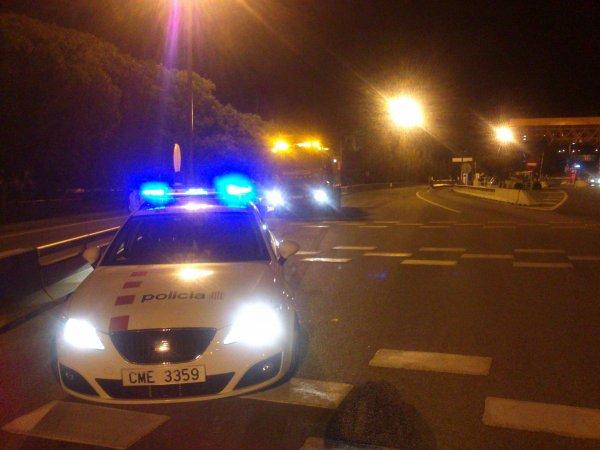 ESCOLTA DE POLICIA HASTA UN CAMION ATASCADO EN BEGUES-BARCELONA
