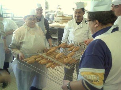 Fabrication de pain bio avec les adultes de l'ESAT de Vesoul (Adapei) avec les stagiaires boulangerie