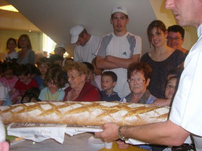 Dégustation du pain avec les anciens ......