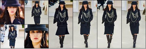 08/03/16 - Bella Hadid défilait cette fois le cat-walk pour la célèbre marque « Chanel » au Grand Palais de Paris ![/s#00000ize]Tout comme sa s½ur aînée Gigi Hadid, la belle brune a enfilé l'une des méticuleuse créations du grand Karl Lagerfeld ! Sublime comme jamais notre Bels.[/alig fen]