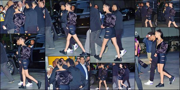 - 13/04/16 - Bella Hadid avec son petit ami Abel, ont assistaient à un match de basketball, dans Los Angeles !Ce match opposait l'équipe locale des Lakers contre celle des Utah Jazz NBA ! Bella semblait passer un bon moment en compagnie de son amoureux ...-