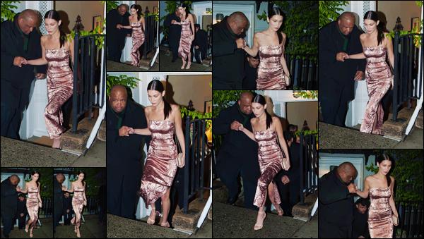 - 01/05/16 - Bella Hadid a été photographiée alors qu'elle faisait du shopping, dans les rues de New-York City.La jeune mannequin est donc ressortie des magasins le bras chargé de sac, elle s'est fait plaisir ! Pour cette tenue, c'est un gros coup de coeur, un top !-