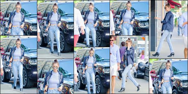 - 29/06/16 ─ Bella Hadid a été photographiée en rentrant à son appartement dans la grande ville de New YorkAprès avoir réalisé un photoshoot la mannequin rentre donc à son logis, n'échappant pas au radar des paparazzis. La tenue simple, mais jolie - petit top.-