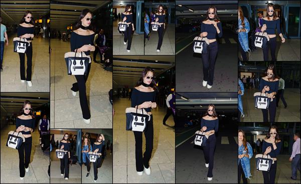 - 19/06/16 ─ La mannequin Bella Hadid a été photographiée, en arrivant à l'aéroport « Heathrow » à Londres ! Elle sera dans quelques jours plus-tard dans la capitale française pour le grand défilé de la marque Givenchy. Au niveau tenue : très simple et total black.-