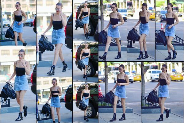 - 30/06/16 ─ Miss Bella Hadid a été photographiée alors qu'elle se promenait dans les rues de New-York City.Bella H. enchaîne les sorties sous ce beau soleil New-Yorkais ! Concernant sa tenue c'est donc un jolie top de ma part et vous ? Donnez moi votre avis !-
