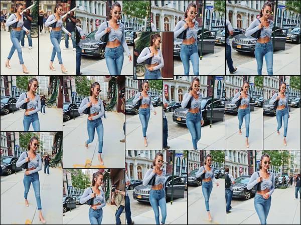 - -'19.07.17'-''─''Encore à New York, Bella Hadid arrivait à l'appartement de sa s½ur Gigi, se situant à Manathan.[/s#00000ize]Ce qui devient une réelle routine, à chaque fois que notre belle brune se trouve dans la ville de New York. C'est donc un sans faute pour la tenue portée ! -
