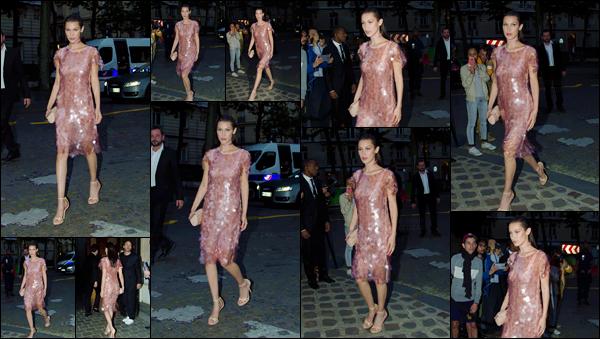 - 05/07/16 ─ Bella Hadid a été photographiée alors qu'elle arrivait au gala de la fondation Vogue, dans Paris.La jeune mannequin a donc été repérée par les paparazzi, dans une jolie robe rose pâle accompagné d'escarpins et d'une jolie coiffure - un beau top !-