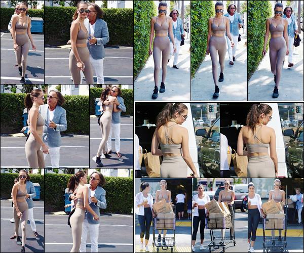 - 29/07/16 ─ Bella Hadid a été photographiée alors qu'elle arrivait au restaurant « Il Pastaio » à Beverly Hills.Après quelques temps sans de grande nouveautés, Bella nous gâte en une journée ! Concernant sa tenue, c'est très décontracté ... Qu'en pensez vous ?!-