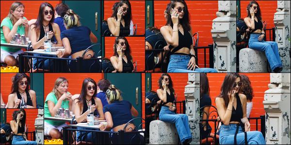 - 20.10.16'─'Bella Hadid a été repérée par quelques pap's alors qu'elle prenait un repas dans un resto situé N-Y ! [/s#00000ize]Le mannequin affiche un joli sourire sur les différents clichés, elle semble particulièrement de bonne humeur. Côté tenue, on ne voit pas grand chose. -