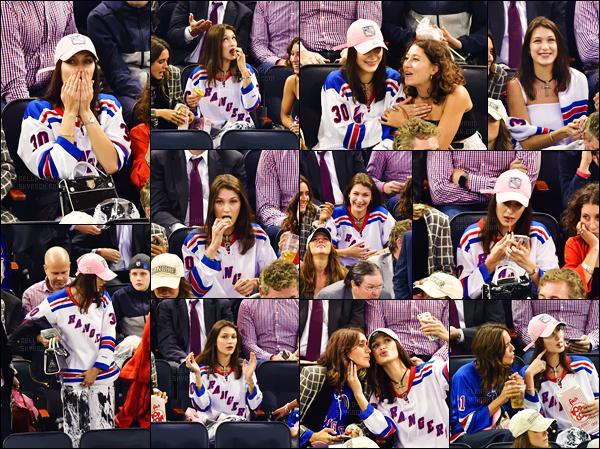 - 19.10.16'─'Isabella Hadid a soutenu l'équipe des New York Rangers lors d'un match de hockey sur glace, à N-Y. [/s#00000ize]C'est en compagnie de son amie Jesse Jo Stark que la plus jeune des soeurs Hadid a été visionner le match. Bel est vraiment mignonne sur les photos !  -