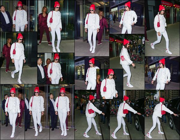 - ''08.06.17'-''─''La mannequin Bella Hadid quittait son appartement dans le quartier de Manhattan, New York ![/s#00000ize]Très peu de temps après son départ de Cannes, Bella part cette fois en direction de Paris pour le lancement de la marque Cortez à laquelle Bel participe. -