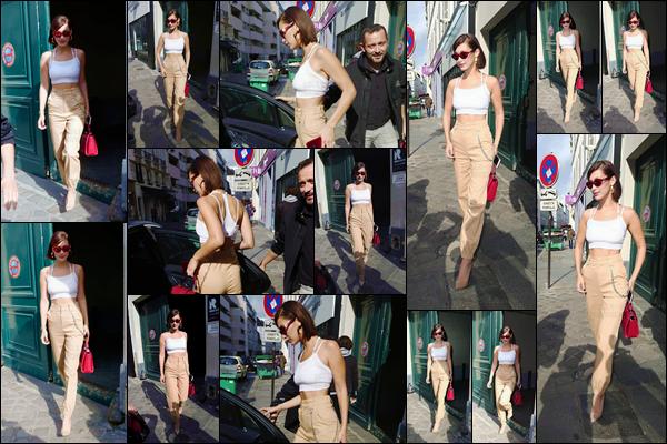 - ''01.07.17'-''─''Bella Hadid arrivait sur les lieux où se déroulera le défilé de la marque « Miu Miu » dans Paris ![/s#00000ize]De plus, toujours affublée de la même tenue, la belle américaine a été photographiée en quittant les locaux du studio de photographie nommé Rouchon. -